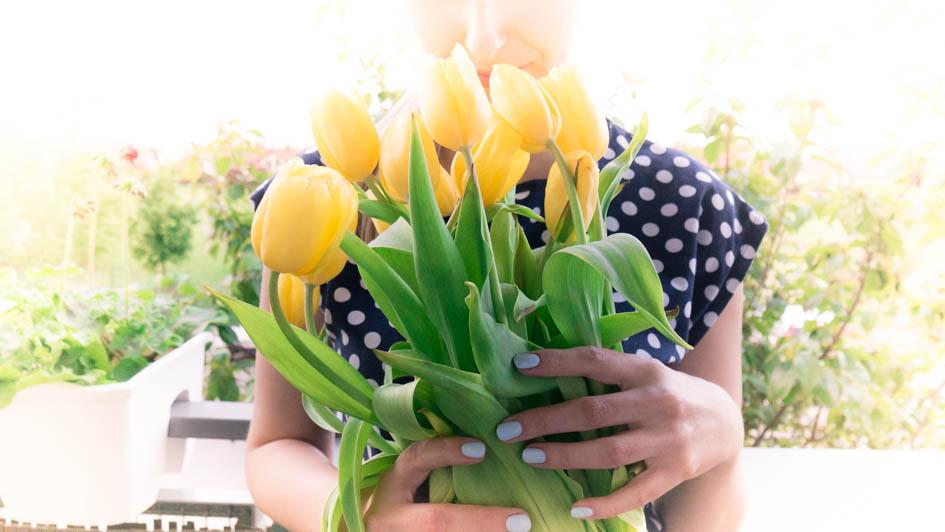 Jak wręczać kwiaty? Get the life Aleksandra Pakuła