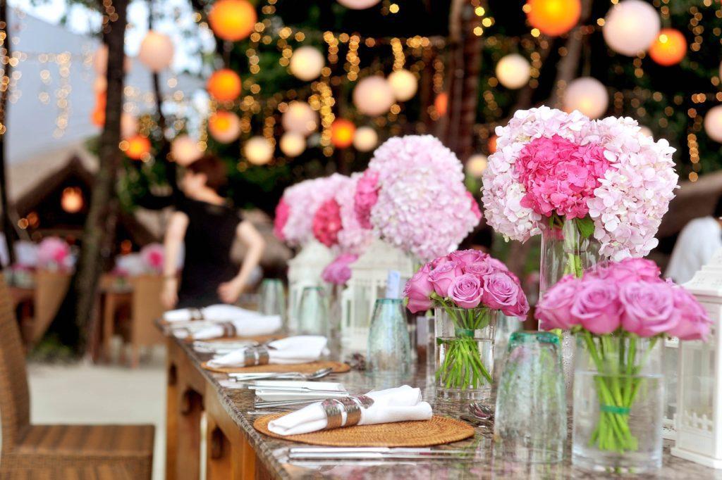Jak rozsadzić gości przy stole?
