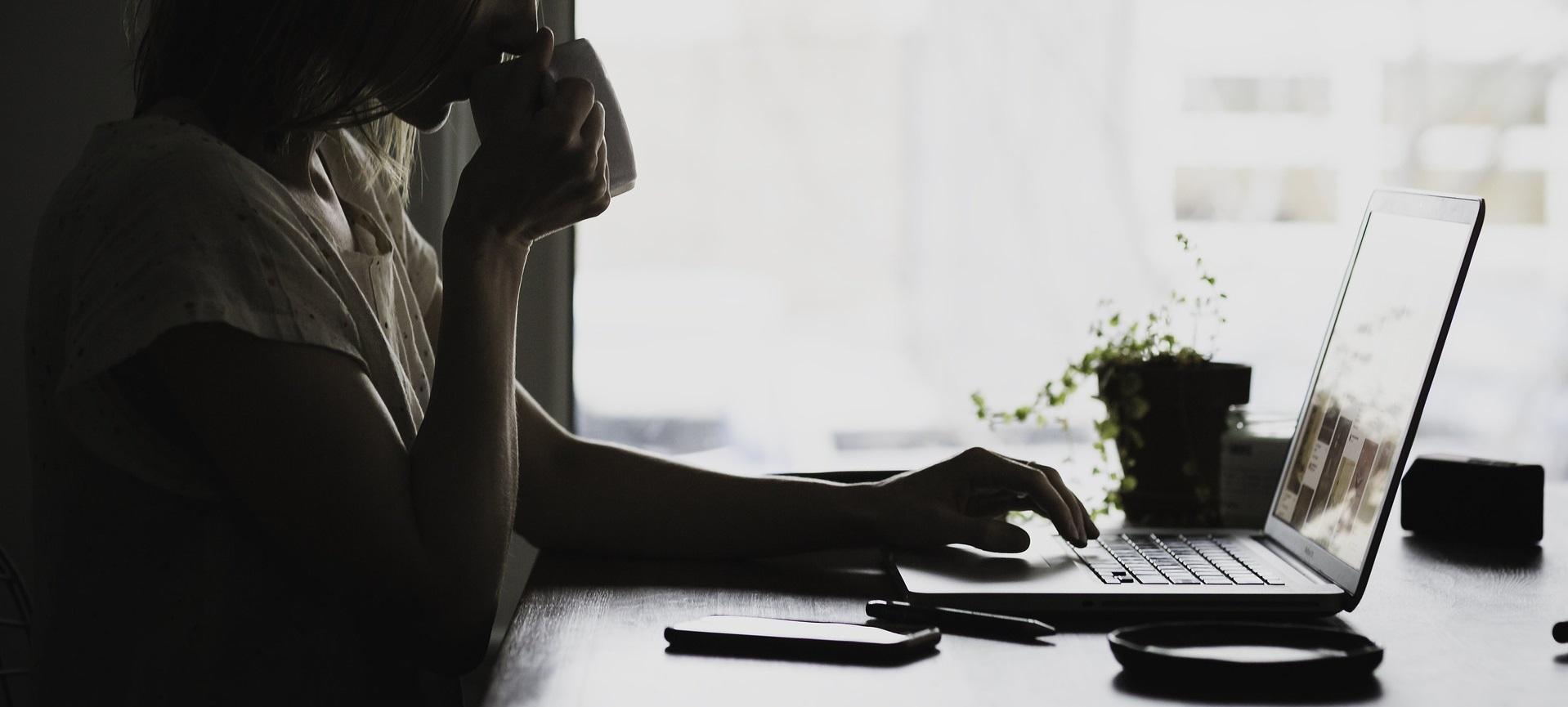 Jak zwracać się do innych w internecie