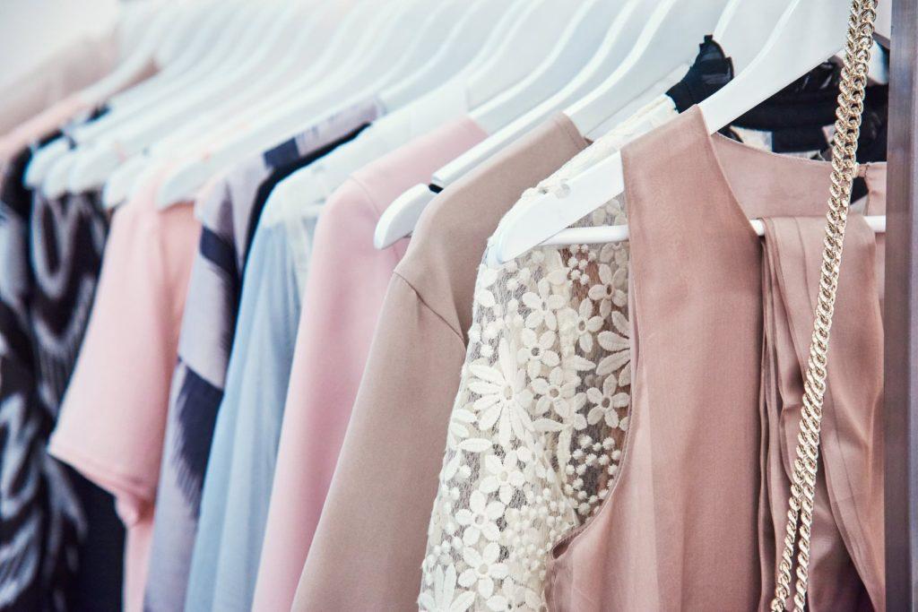 W czym na wesele? Dress code - strój formalny dzienny i strój wizytowy